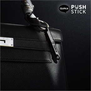 Push Stick พวงกุญแจกดปุ่มกันไวรัส Black